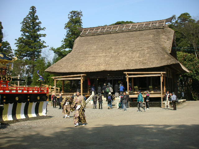 天津神社の石舞台と楽屋