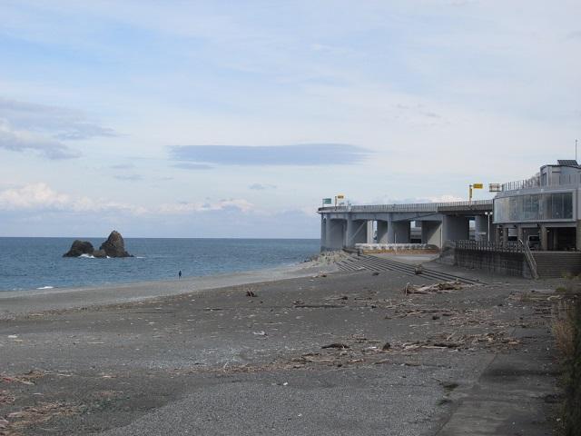 親不知海岸と投げ岩