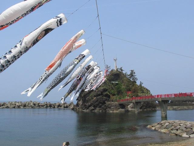 弁天岩と鯉のぼり