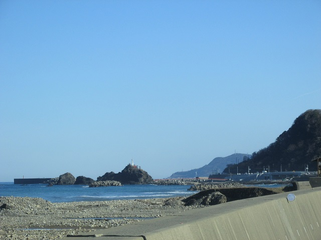 弁天岩と尾山