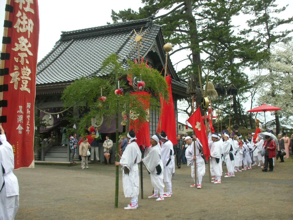白山神社春大祭 旗、花竹、槍