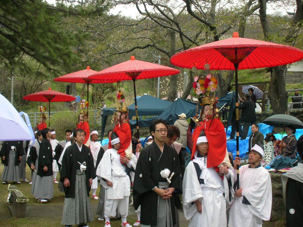 白山神社春大祭 稚児の列