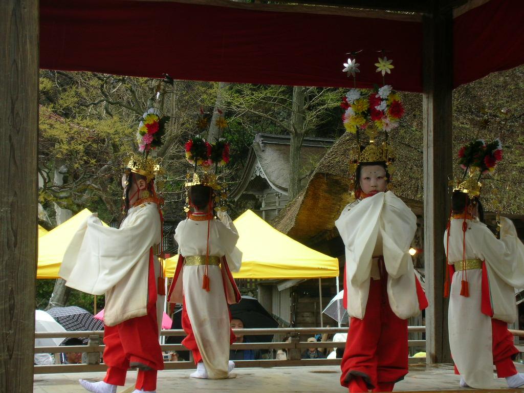 白山神社春大祭 候礼(そうらい)舞