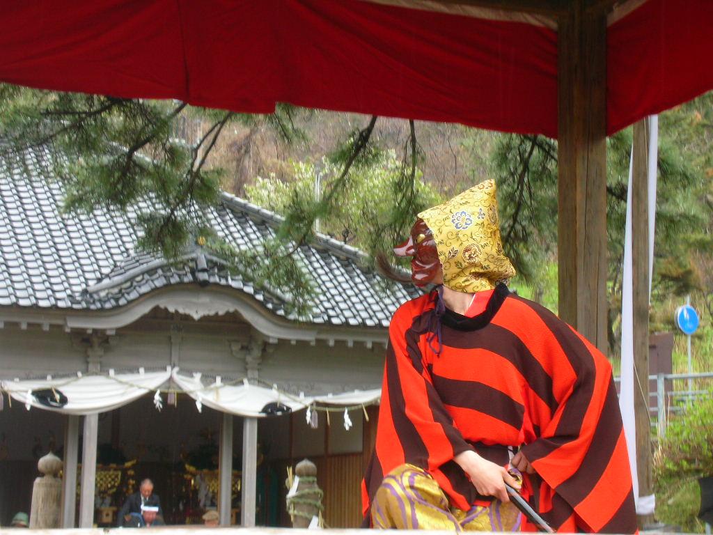 白山神社春大祭 能抜頭(のうばとう)