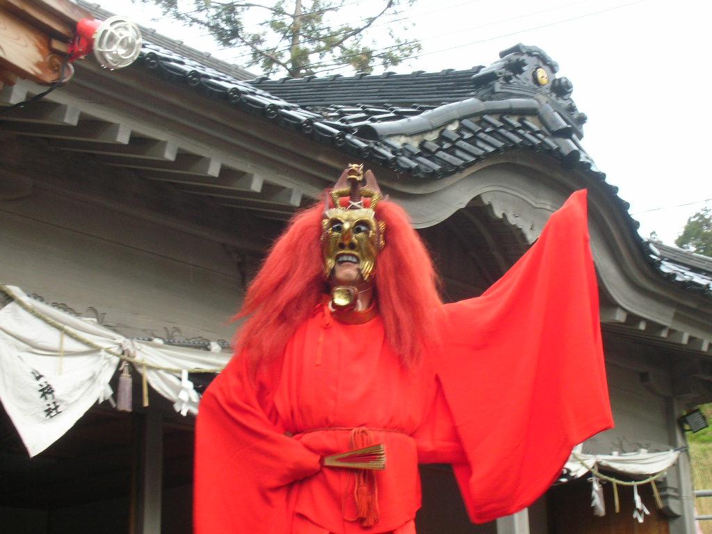 白山神社春大祭 陵王(りょうおう)1