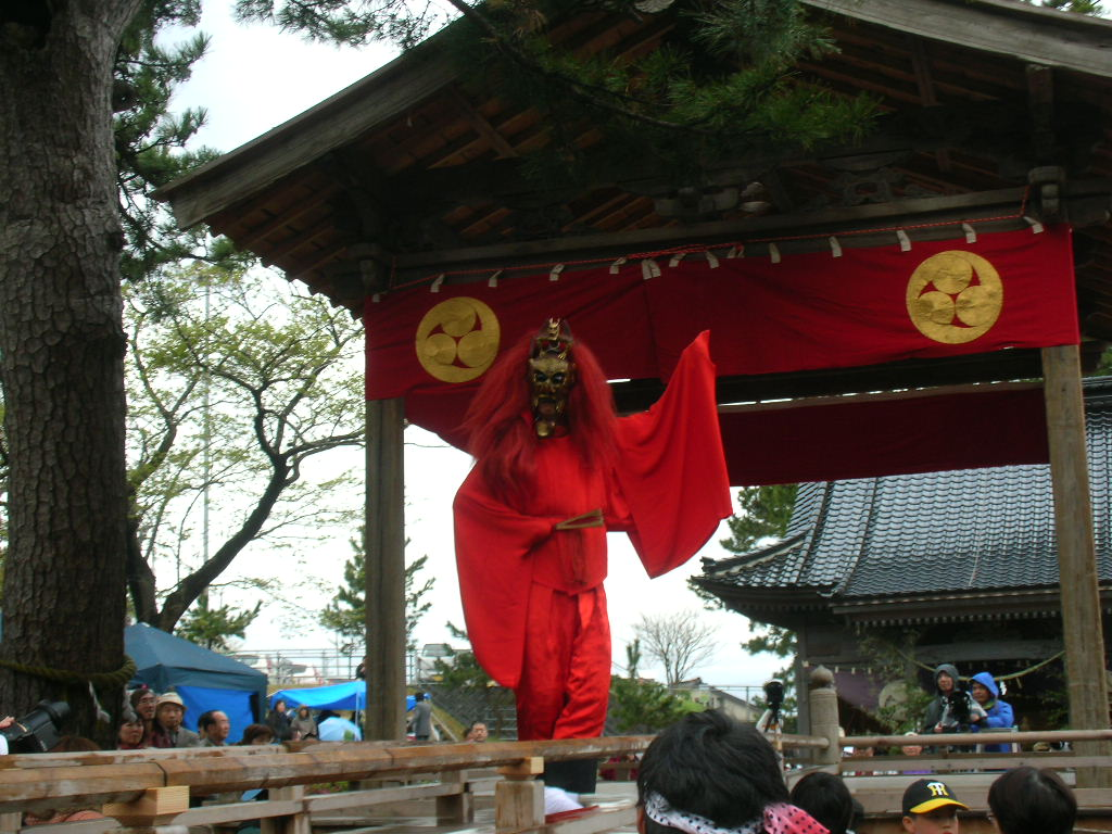 白山神社春大祭 陵王(りょうおう)2